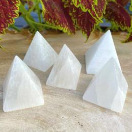 Selenit_pyramide