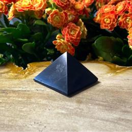 Shungit_pyramide_4x4cm